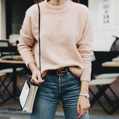 Cozy Peach: blush peach fuzzy pullover sweater tucked into blue denin jeans with a black Gucci belt. A simple and casual outfit, the perfect street style.