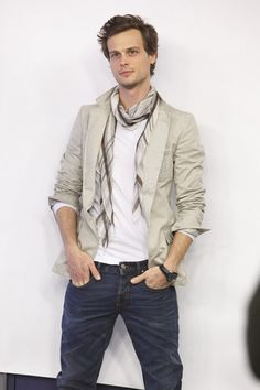In Japan! - matthew gray gubler foto