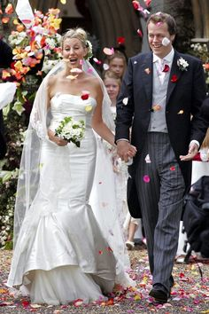 Sarah Buys marries Tom Parker Bowles in a beautiful trumpet wedding dress