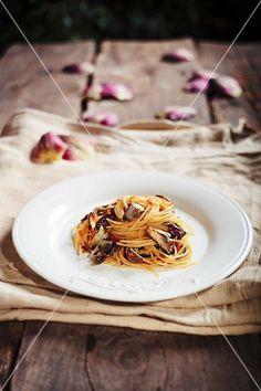 Spaghetti mit Artischocken und Bottarga - StockFood