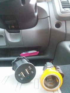 Remplacement de la prise allume cigare d'origine d'un Renault Trafic par une double prise USB puissante (1.0v et 2.1v)
