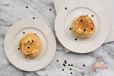 Fluffy Keto Pancakes With Cream Cheese, Coconut Flour & Almond Flour - Keto Delicious Diet Keto Pancakes Coconut Flour, Keto Cream Cheese Pancakes, Best Keto Pancakes, Sugar Free Pancakes, Low Carb Pancakes, Sugar Free Desserts, Low Carb Breakfast, Almond Flour, Dessert Recipes