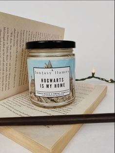Hogwarts - Harry Potter Aesthtic Candle Harry Potter Candles, Harry Potter Room, Harry Potter Gifts, Diy Candles Scented, Homemade Candles, Fall Candles, Home Candles, Glass Jars, Candle Jars
