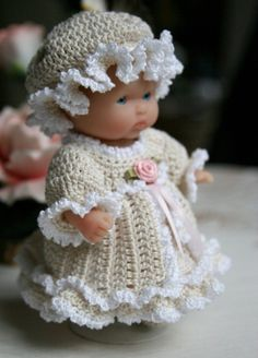 inspiration only! this is sooo cute unfortunately there is only a pic - would be awesome if patterns was somewhere. Baby Clothes Patterns, Doll Dress Patterns, Baby Patterns, Crochet Patterns, Crochet Doll Dress, Crochet Doll Clothes, Knitted Dolls, Bitty Baby Clothes, Girl Doll Clothes