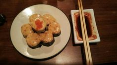 Sushi, i forget what the name. This is sushi with tobiko on top. And with spicy mayo toast.