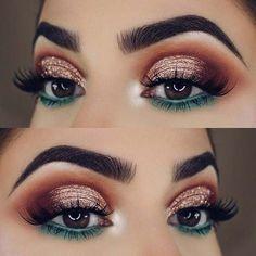 23 Glam Makeup Ideas for Christmas: #2. FESTIVE GOLD AND GREEN; #christmas; #makeup #makeupideaseyeliner