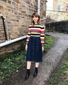 Jean Skirt Outfits: 32 Chic Ways To Wear A Denim Skirt - 32 Stylish Denim Skirt Outfit Ideas - Jupe Modest Clothing, Modest Dresses, Modest Outfits, Modest Fashion, Fall Outfits, Casual Outfits, Cute Outfits, Fashion Outfits, Modest Wear