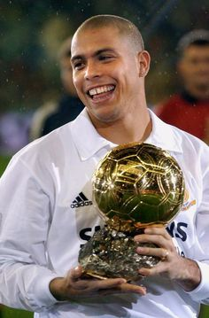Real Madrid History, Real Madrid Logo, Real Madrid Team, Real Madrid Football Club, Football Is Life, World Football, Football Players Images, Best Football Players, Ronaldo Real Madrid