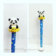 Osito panda,con flotador de pato. Pen is covered with cold…