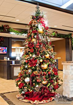 Western Christmas Tree- Show Me Decorating decorates a business for Christmas with a Western Theme complete with #CowboyHats, #Boots, #Oilderricks  #WesternChristmas