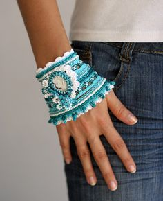 SALE++Marine+crochet+bracelet+in+white+and+turquoise+by+ellisaveta