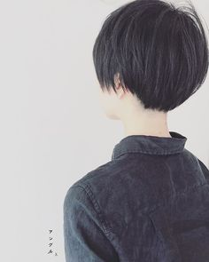 Long pixie, growing out short hair in style. Japanese hairstylists are killing it! Short Hair Tomboy, Girl Short Hair, Short Hair Cuts, Tomboy Hairstyles, Pixie Hairstyles, Cool Hairstyles, Haircuts, Shot Hair Styles, Curly Hair Styles