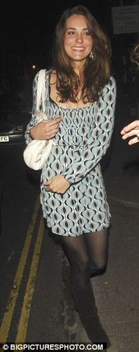 4/19/07 - Kate's friends stayed protectively close around her as they ventured to Mahiki nightclub. I'm sure it may have been on Kate's mind that William may be there.