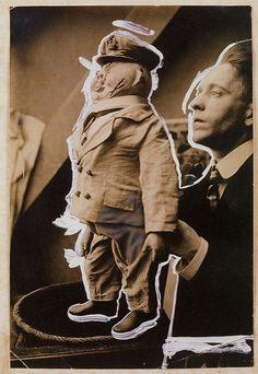John Heartfield con una marioneta  llamada `El Caballero Conservador´ (1919)