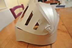 Casque chevalier Cardboard Costume, Cardboard Art, Knight Costume, Knights Helmet, Paper Mask, Baby Couture, Craft Club, Costume Makeup, Mask For Kids