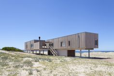 Completed in 2016 in Uruguay. Images by Javier Agustín Rojas. The house is located in Chihuahua beach, Uruguay, on the dune that constitutes the first building line facing the ocean. A structural system of. Architecture Romane, Architecture Baroque, Modern Architecture Design, Commercial Architecture, Casas Containers, Container House Design, Shipping Container Homes, Custom Homes, Beach House