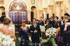 Casamento de Rosane e Rodrigo na Igreja Santa Teresinha do Higienópolis e festa no Espaço Sejour em São Paulo
