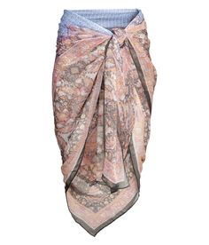 Wrap up post-dip in this blush-colored patterned sarong. | H&M swim