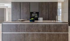 haecker k che mit vidrostone keramik verkleidung b hm interieur k chenausstellung. Black Bedroom Furniture Sets. Home Design Ideas