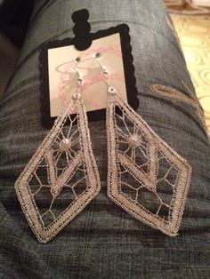 Lace Earrings, Lace Jewelry, Bobbin Lace Patterns, Crochet Patterns, Earrings Handmade, Jewelry Making, Creative, Inspiration, Bobbin Lace