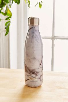WELLNESS | This stylish bottle doesn't just encourage you to drink more water – it doubles as a fashionable accessory.