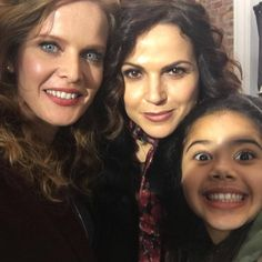 • onceabcofficial: #family #wickedisback @bexmader bexmader @lparrilla @tvalisononset 💚❤️🧡 [x]