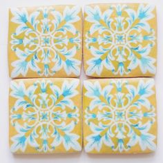 Traditional Portuguese tile cookies featuring an authentic XIX century pattern. #tbakes#cookies#decoratedcookies#cakedesign#edibleart#azulejo #azulejoportuguês #tiles #tileart #portuguesetiles#oneofthebunch#thatsdarling#darlingmovement#pursuepretty#Flashesofdelight#petitejoys#Livethelittlethings#Calledtobecreative#nothingisordinary#mystillsundaycompetition#pastelariadeautor