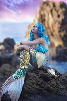 Mermaid Photo Shoot, Mermaid Pose, Mermaid Pictures, Mermaid Tears, Fantasy Mermaids, Real Mermaids, Mermaids And Mermen, Unicorns And Mermaids, Mermaid Artwork