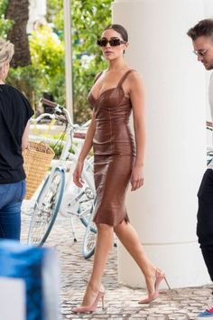Olivia Culpo out in Cannes France Cool Girl Style, Simple Style, Girl Fashion, Fashion Dresses, Cannes France, Olivia Culpo, Leather Dresses, Actor Model, Sexy Curves