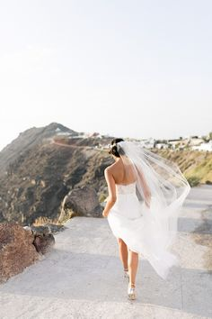 Destination Wedding Event Planning Ideas and Tips Elegant Wedding Gowns, Bridal Wedding Dresses, Bridal Shoes, Bridal Hair, The Wedding Date, Wedding Day, Rose Wedding, Wedding Planner, Destination Wedding