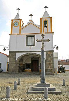 Igreja e Cruzeiro de São Mansos - Portugal