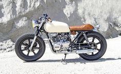"Helle's ""Crème Diamond"" - The Bike Shed Suzuki Cafe Racer, Cafe Racer Bikes, Cafe Racers, Brat Bike, Yamaha 250, Yamaha Bikes, Cafe Racer For Sale, Custom Cafe Racer, Motorcycle Style"
