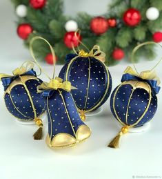 1 million+ Stunning Free Images to Use Anywhere Quilted Christmas Ornaments, Fabric Ornaments, Diy Christmas Tree, Christmas Baubles, Christmas Colors, Handmade Christmas, Christmas Wreaths, Egg Crafts, Christmas Crafts
