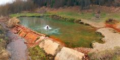 Kalameny: V tomto termálnom jazierku na Slovensku sa okúpeš zadarmo, uprostred prírody a aj v zime Coffee Shops, Amsterdam, Geocaching, Hot Springs, Maine, Golf Courses, Places To Go, Beautiful, Water