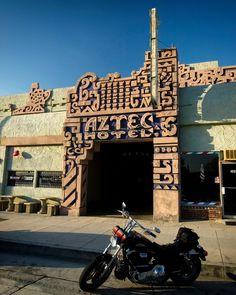 LAから30分にあるMonroviaで撮ったものです。アステカ/マヤ文明をリバイバルしたAztec Hotelです。 その場所もルート66であり、非常に有名なホテルです!  Flickrのavilon_musicさんの作品です。http://bit.ly/19eHNTc