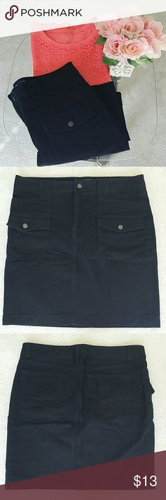 American Living size 10 skirt 👉Description :   Chic l stylish l basic l denim skirt. 👉  Material : 99% cotton  1% elastane .  👉Color : black.   👉Condition : Excellent used condition only worn couple times  l No holes l No stains l No snags l No pilling l No damage.  👉 Measurements will be provided on request.  👉PRICE FIRM UNLESS BUNDLED  No trades 🚫 American Living  Skirts