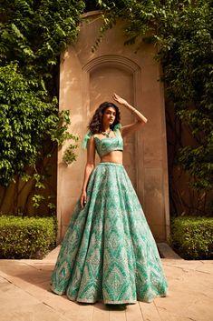 Indian Wedding Outfits, Indian Outfits, Indian Bridal Lehenga, Wedding Lehnga, Sharara Designs, Bridesmaid Outfit, Indian Fashion Dresses, Bridal Looks, Traditional Dresses
