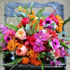 Bukiet ślubny w energetycznych kolorach Floral Wreath, Wreaths, Plants, Blog, Home Decor, Decoration Home, Door Wreaths, Room Decor, Blogging