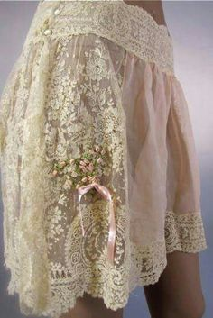 Romantic slip♡♡♡ Robes Vintage, Vintage Lingerie, Vintage Dresses, Vintage Outfits, Buy Lingerie, Lace Dresses, Vintage Skirt, Dress Lace, Ropa Shabby Chic