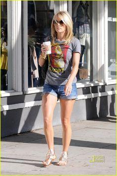 medium-length hair (Carrie Underwood)