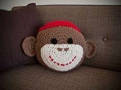 Crochet Sock Monkey Pillow - have a niece that would love this Crochet Cushions, Crochet Socks, Crochet Pillow, Crochet Yarn, Crochet Sock Monkeys, Crochet Monkey, Crochet Animals, Sock Monkey Baby, Animal Pillows