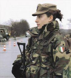 【画像】世界の女性兵士を淡々とうpしていく - まとめでぃあ