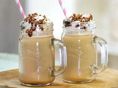 Lust auf Kaffee, aber es ist viel zu warm für einHeißgetränk? Höchste Zeitfürdieses ganz einfache Frappuccino-Rezept! Himmlisch gut!