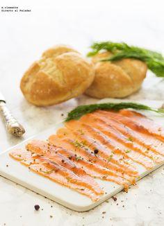 El salmón marinado me parece uno de los ingredientes más versátiles en la cocina pues, nos saca de un apuro como protagonista de una ensalada, e...