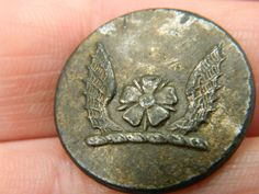 Un researched Vintage Livery heraldry button Wings rose Metal detecting detector