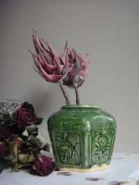 Groen brocante gemberpotje Hyper Realistic Paintings, Jar Art, Ginger Jars, Eclectic Style, Painting Inspiration, Still Life, Lilac, Art Photography, Pottery