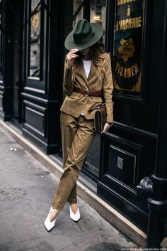 fall outfit business casual outfit fall work outfit fall office outfit office wear 9 to 5 chic street style street chic style fashion week 2016 fall trends 2016 - khaki fedora brown suit brown belt white pointy heels brown clutch Fashion Me Now, Fashion Week 2016, Look Fashion, Fashion Blogs, Fashion Hats, Paris Fashion, Trendy Fashion, Fashion Ideas, Winter Fashion