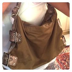 FLASH SALE !!  NWT Purse Tan shoulder bag, NWT, tan croc style detail/buckle handmade on sides and at strap :) Boutique Bags