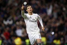 O futebolista português Cristiano Ronaldo, que atua no Real Madrid, foi eleito domingo Personalidade Internacional de 2014 para a estação britânica da BBC Sports, anunciou hoje o clube espanhol.