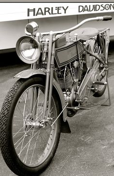 1912 Harley Davidson with a twin that pumped out a whopping 8 horsepower. Motos Harley Davidson, Classic Harley Davidson, Vintage Harley Davidson, Hd Vintage, Vintage Bikes, American Motorcycles, Vintage Motorcycles, Indian Motorcycles, Motorcycle Images